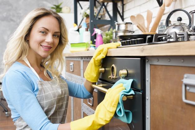 Jak wyczyścić piekarnik? 8 domowych sposobów