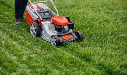 koszenie mokrej trawy