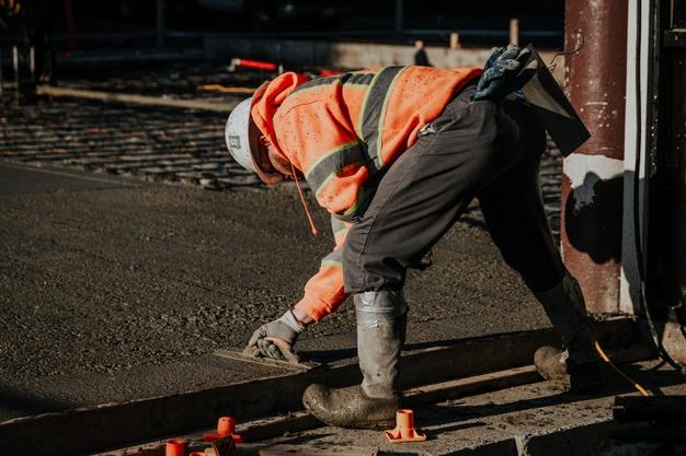 Kubik betonu – ile waży i ile kosztuje? Cena m3 betonu i jego waga