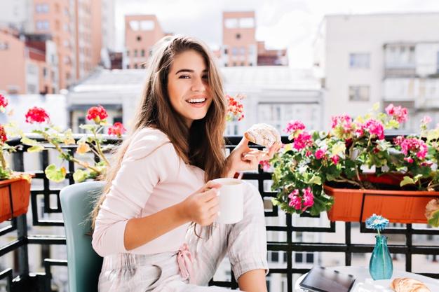 Kiedy sadzić kwiaty na balkonie? Rośliny balkonowe i czas ich sadzenia