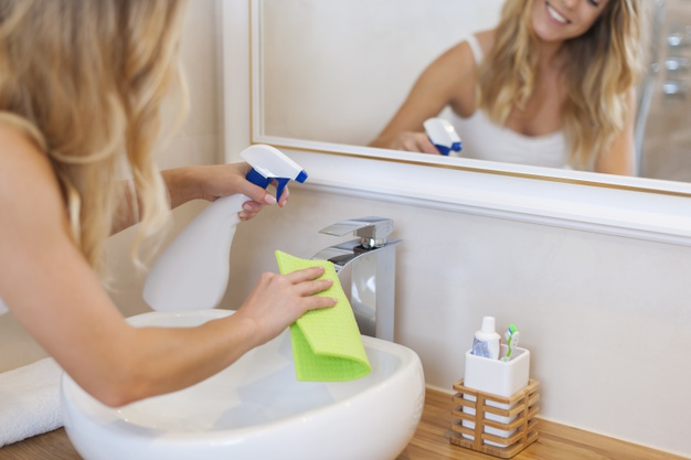 Jak usunąć kamień z prysznica? Z kabiny, wanny, baterii i płytek