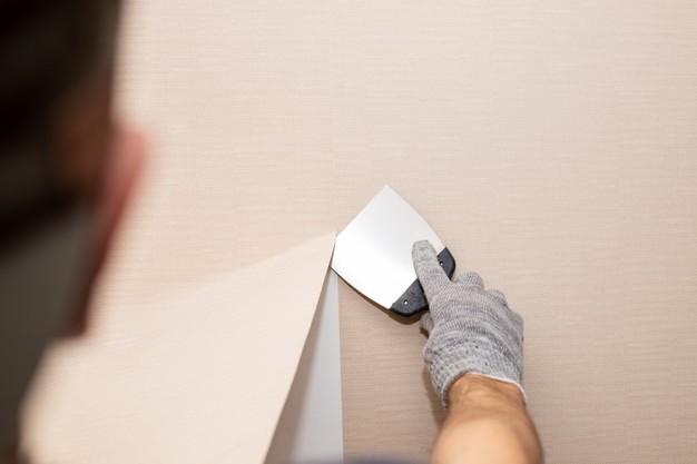 Jak zerwać tapetę? 7 sposobów na usuwanie starej tapety