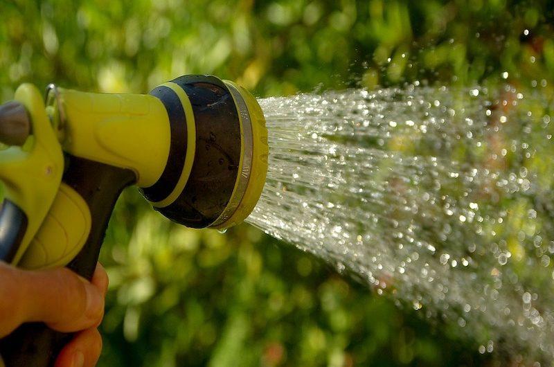 System nawadniania ogrodu do samodzielnego montażu – dlaczego warto?