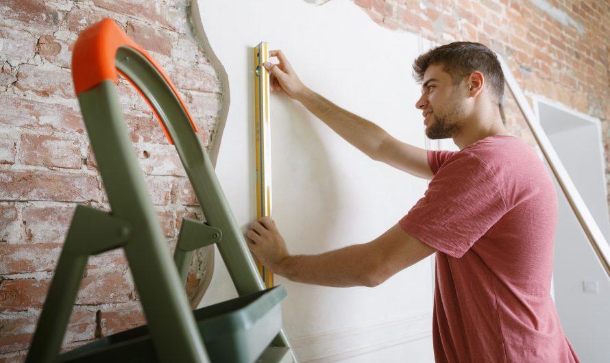 Dziury i ubytki w ścianie – jak je naprawić?